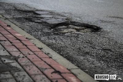 KROSNO: Ruszyły prace remontowe dróg